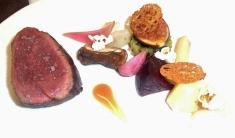 1-filet-de-cerf-legumes-du-moment-chou-frise-et-jus-corse