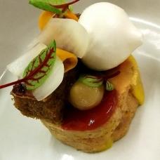 foie-gras-au-torchon-airelle-coing-pain-perdu-pickels-et-meringue